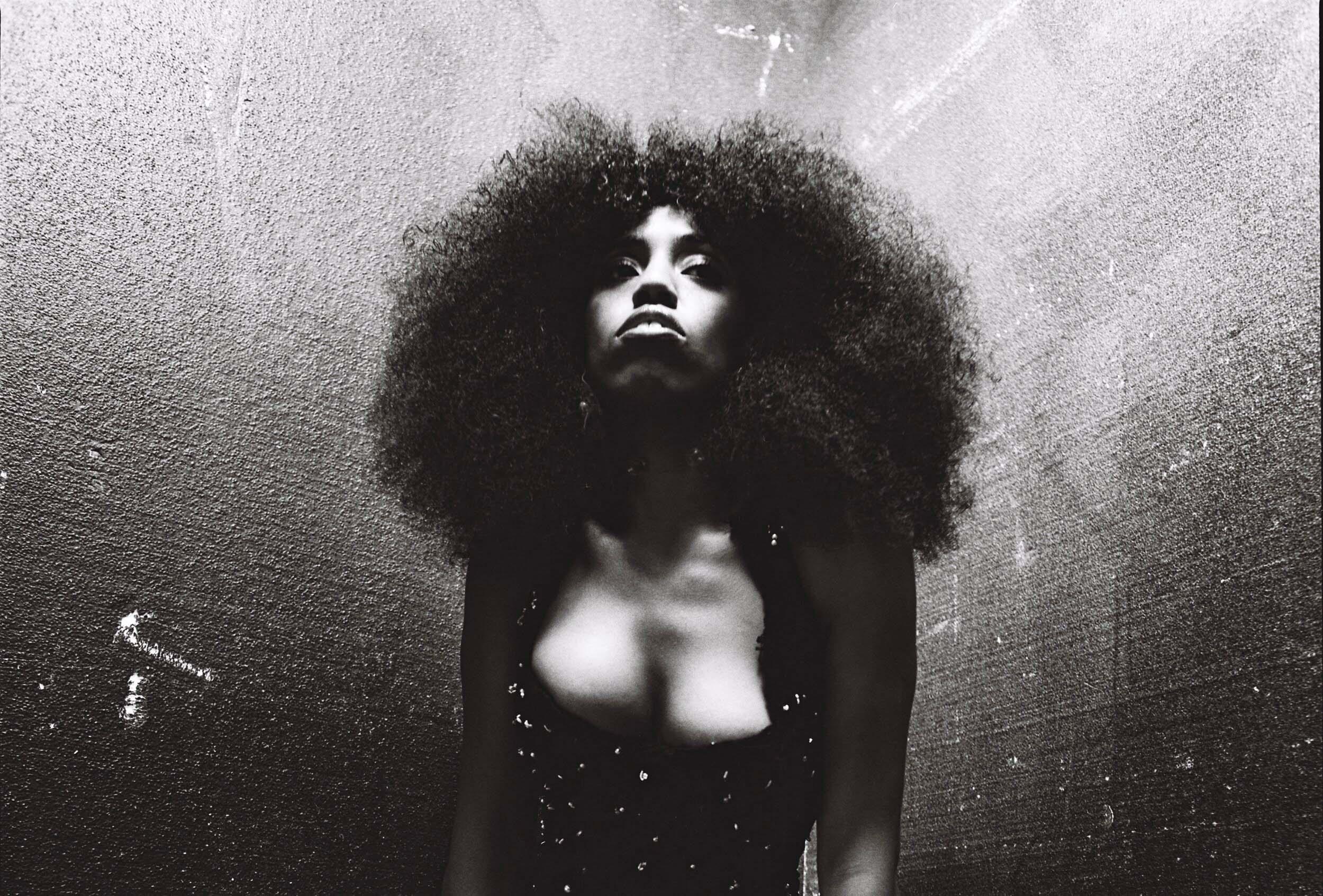 Le court soulful ultra esthétique d'Amber-Simone
